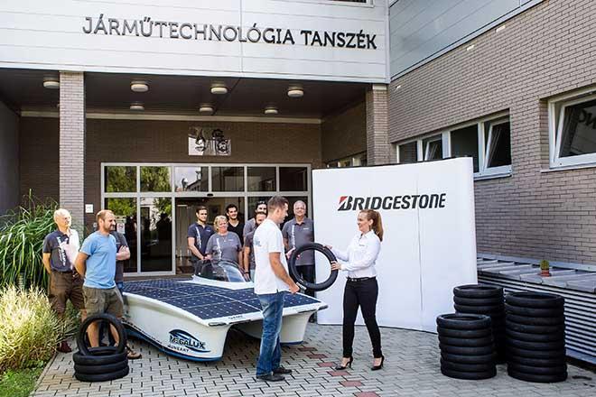 Bridgestone-kulonleges-abroncsokat-gyartott-a-magyar-napelemes-autora